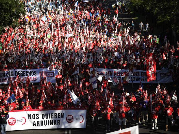 Madrid: Mii de protestatari au cerut demisia guvernului şi un nou parlament